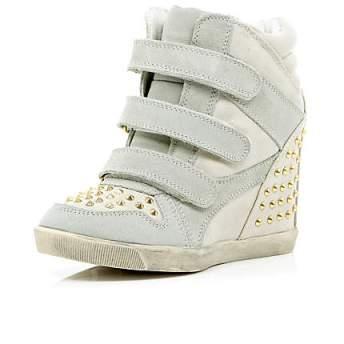 elblogdeanasuero_Regalos Navidad Sneakers_River Island blancas tachas