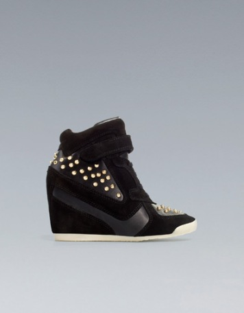 elblogdeanasuero_Regalos Navidad Sneakers_Zara tachas negras