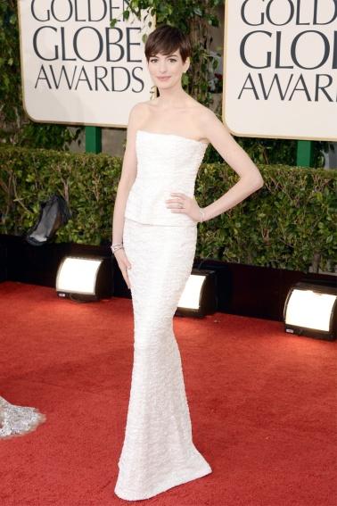 elblogdeanasuero_Globos de Oro_Anne Hathaway Chanel