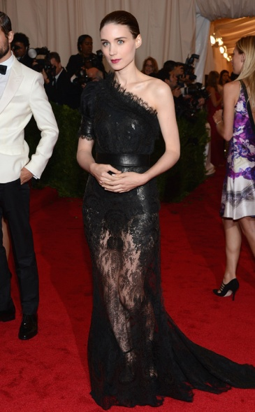 elblogdeanasuero_Rooney Mara_Givenchy Met Ball 2012