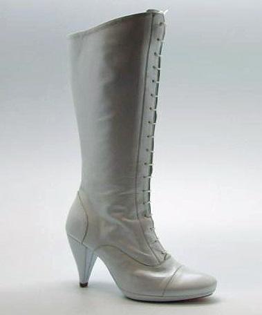 e7f8bcec3d9 Sandalias de taconazo. elblogdeanasuero Zapatos Novia 2013 El tocador de la  novia Botas cordones