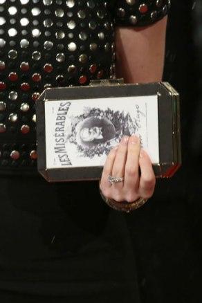 elblogdeanasuero_Bafta 2013_Anne Hathaway bolso Los Miserables