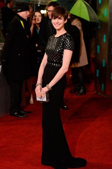 elblogdeanasuero_Bafta 2013_Anne Hathaway Burberry