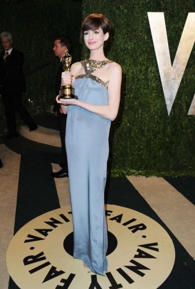 elblogdeanasuero_Fiestas Oscars 2013_Anne Hathaway Saint Laurent
