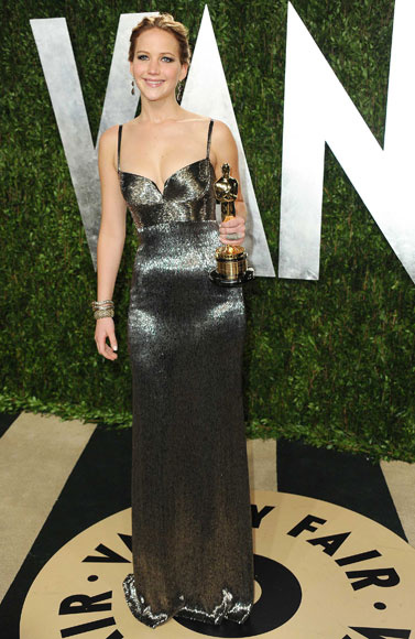 elblogdeanasuero_Fiestas Oscars 2013_Jennifer Lawrence Dior metalizado