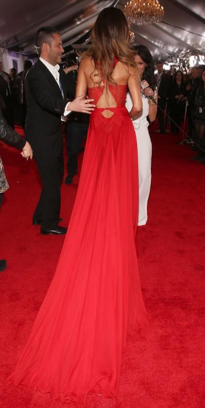 elblogdeanasuero_Grammy 2013_Rihanna Azedine Alaia espalda
