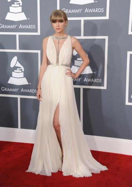 elblogdeanasuero_Grammy 2013_Taylor Swift J. Mendel griego