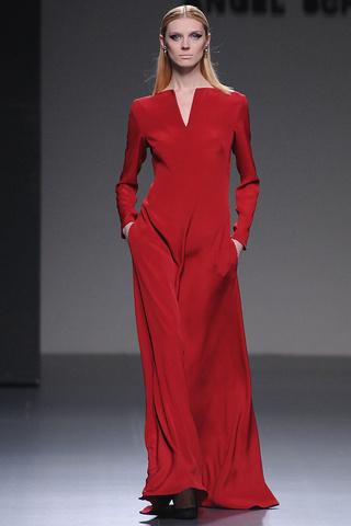 elblogdeanasuero_MBFWM Otoño-Invierno 2013_Angel Schlesser vestido rojo