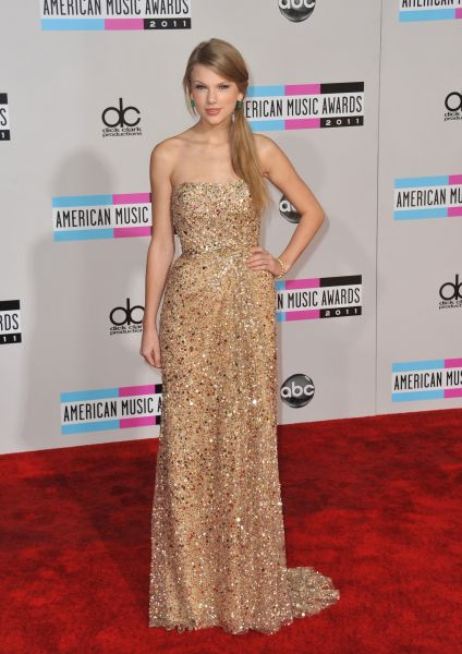 elblogdeanasuero_Taylor Swift_American Music Awards 2011 Reem Acra