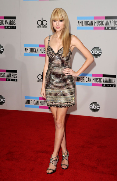 elblogdeanasuero_Taylor Swift_American Music Awards Collette Dinnigan