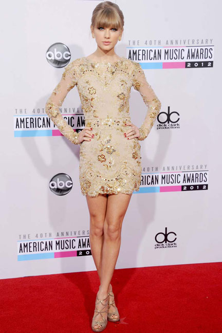 elblogdeanasuero_Taylor Swift_American Music Awards Zuhair Mourad corto