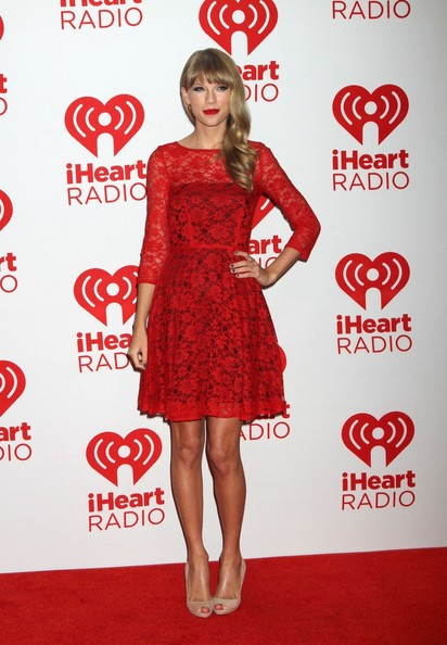 elblogdeanasuero_Taylor Swift_Vestido rojo encaje