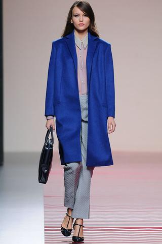 elblogdeanasuero_MBFWM Otoño-Invierno 2013_Ailanto abrigo azul klein