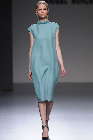 elblogdeanasuero_MBFWM Otoño-Invierno 2013_Angel Schlesser vestido azul claro