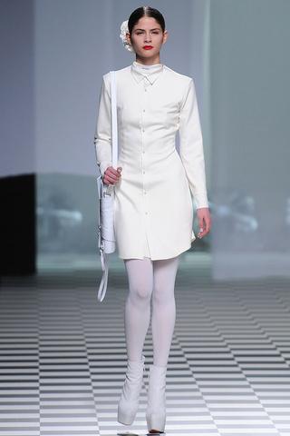 elblogdeanasuero_MBFWM Otoño-Invierno 2013_Davidelfin vestido camisero blanco