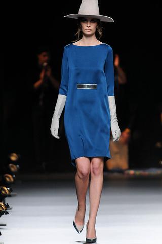 elblogdeanasuero_MBFWM Otoño-Invierno 2013_Duyos vestido azul klein