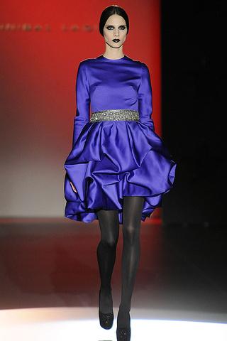 elblogdeanasuero_MBFWM Otoño-Invierno 2013_Hannibal Laguna vestido azul klein