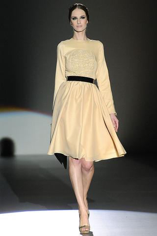 elblogdeanasuero_MBFWM Otoño-Invierno 2013_Juana Martín Mono vestido pastel vainilla