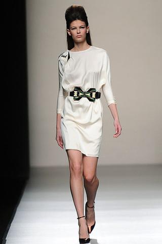 elblogdeanasuero_MBFWM Otoño-Invierno 2013_Miguel Palacio vestido blanco