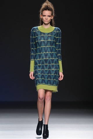 elblogdeanasuero_MBFWM Otoño-Invierno 2013_Sara coleman vestidoétnico verde
