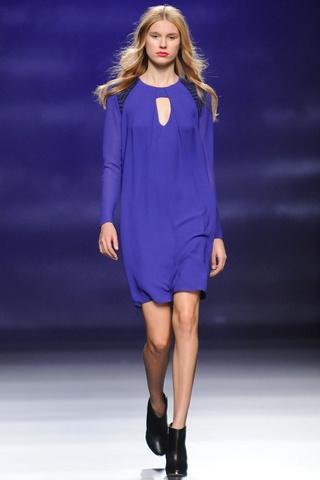 elblogdeanasuero_MBFWM Otoño-Invierno 2013_Sita Murt vestido azul klein