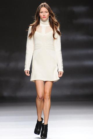 elblogdeanasuero_MBFWM Otoño-Invierno 2013_Sita Murt vestido blanco