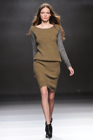 elblogdeanasuero_MBFWM Otoño-Invierno 2013_Sita Murt vestido verde caqui de punto