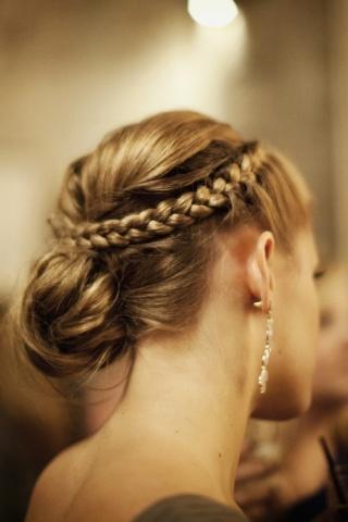 elblogdeanasuero_Peinados novia_recogido bajo con trenza formando corona