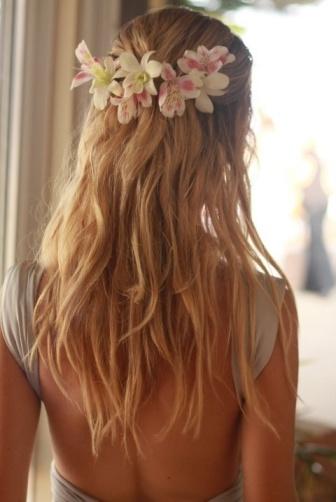 elblogdeanasuero_Peinados novia_semi recogido flores