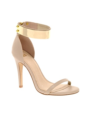elblogdeanasuero_Complementos Boda 2013_Asos sandalias beige con pulsera metalica