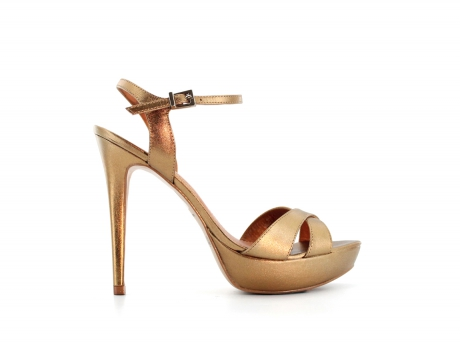 elblogdeanasuero_Complementos Boda 2013_Zilian sandalias doradas plataforma