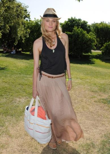 elblogdeanasuero_El estilo de Diane Kruger_Coachella 2011 falda larga y borsalino