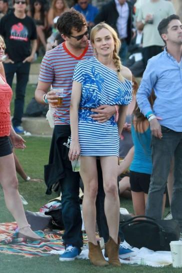elblogdeanasuero_El estilo de Diane Kruger_Coachella rayas azul y blanco Stella McCartney