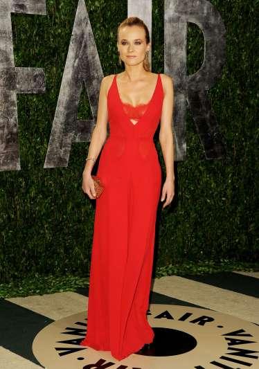 elblogdeanasuero_El estilo de Diane Kruger_Fiesta Vanity Fair Calvin Klein rojo