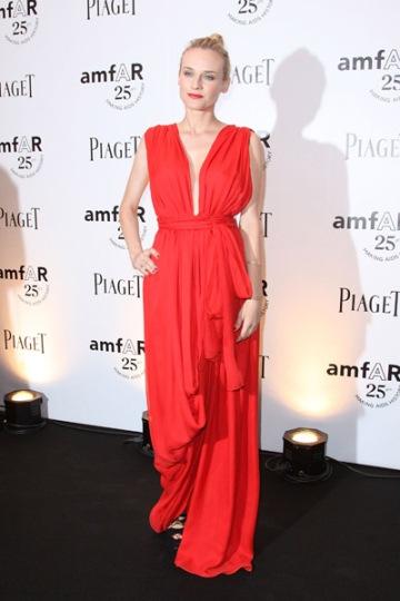 elblogdeanasuero_El estilo de Diane Kruger_Gala Amfar 2011 YSL rojo griego