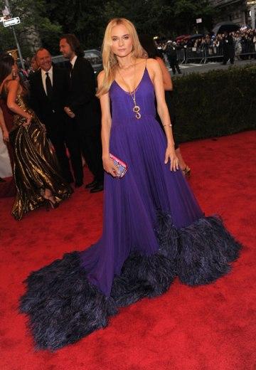 elblogdeanasuero_El estilo de Diane Kruger_Met Ball 2012 Prada plumas