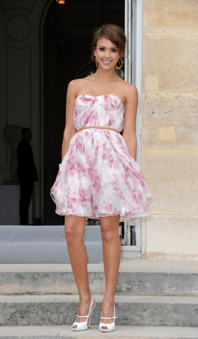 elblogdeanasuero_Estilo de Jessica Alba_Christian Dior vestido vaporoso de flores Desfile París 2010