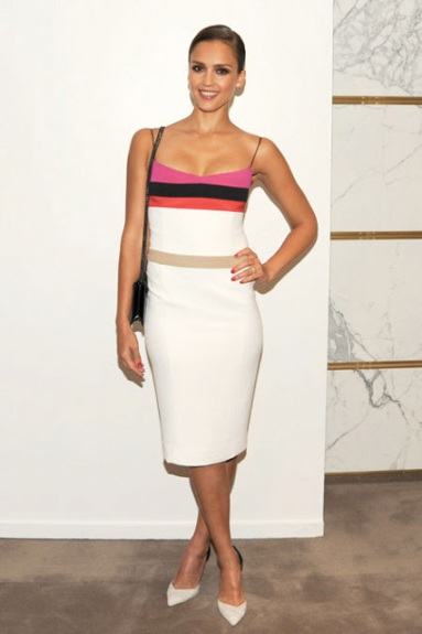 elblogdeanasuero_Estilo de Jessica Alba_Narciso Rodríguez vestido blanco, rosa y negro inauguración tienda