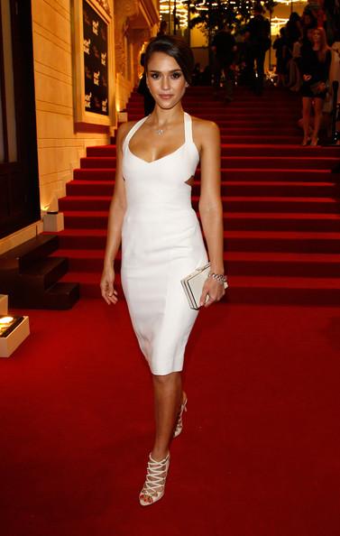 elblogdeanasuero_Estilo de Jessica Alba_Narciso Rodríguez Vestido y sandalias blanco Mont Blanc Beijing