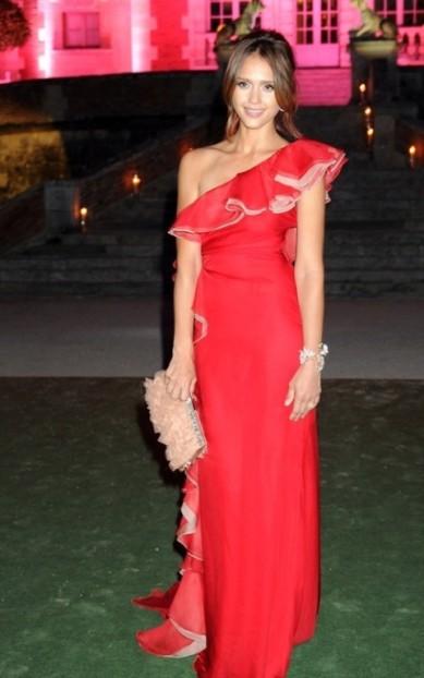 elblogdeanasuero_Estilo de Jessica Alba_Valentino vestido rojo con volante Fiesta