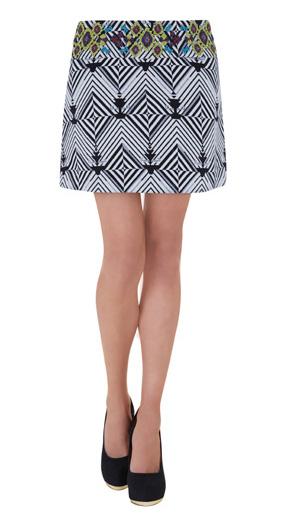 elblogdeanasuero_Minifaldas estampadas_Blanco blanco y negro con aplicaciones