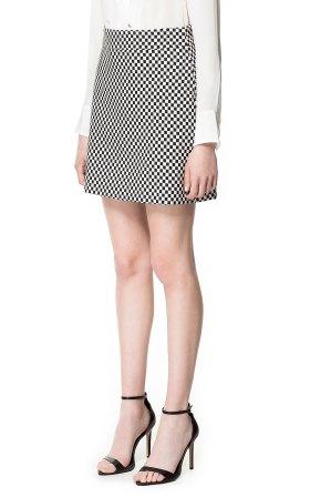elblogdeanasuero_Minifaldas estampadas_Zara damero blanco y negro