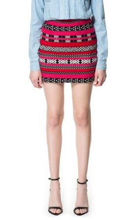 elblogdeanasuero_Minifaldas estampadas_Zara jacquard étnica rojo