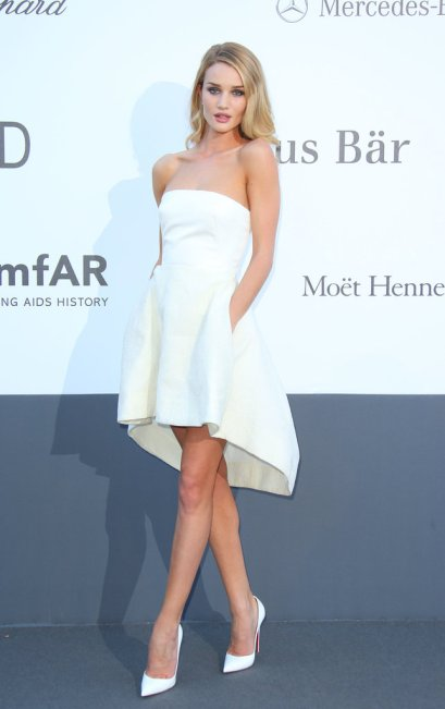 elblogdeanasuero_Cannes 2013_Dior Rosie Huntington Whiteley blanco corto