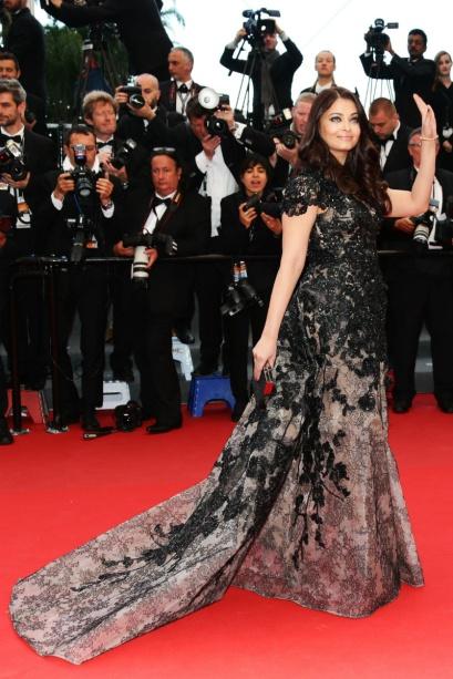 elblogdeanasuero_Cannes 2013_Elie Saab Aishwarya Rai negro y gris