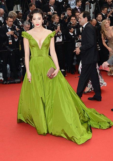 elblogdeanasuero_Cannes 2013_Ulyana Sergeenko Zhang Yuqui verde