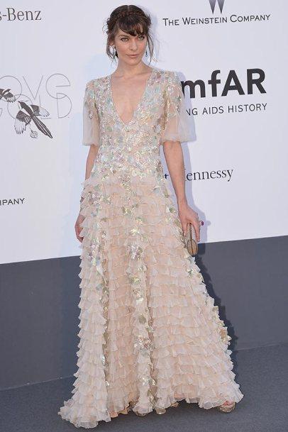 elblogdeanasuero_Cannes 2013_Valentino Milla Jovovich volantes beige