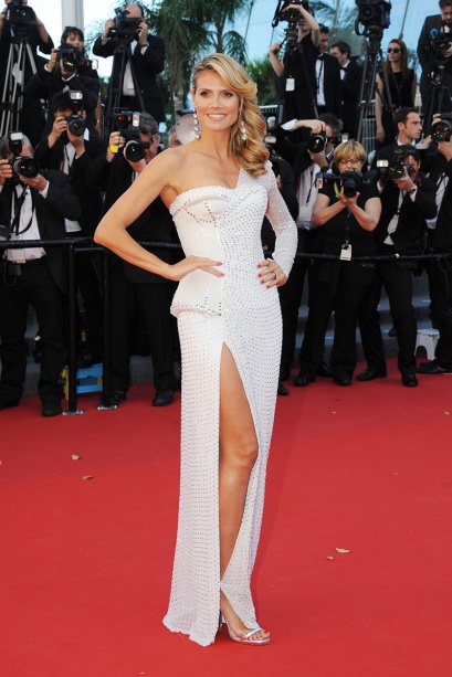 elblogdeanasuero_Cannes 2013_Versace Heidi Klum blanco asimétrico