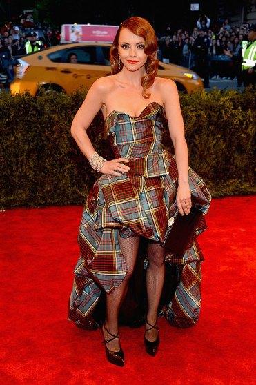 elblogdeanasuero_Gala MET 2013_Christina Ricci vestido de cuadros Vivienne Westwood