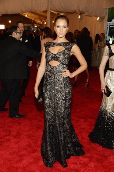 elblogdeanasuero_Gala MET 2013_Jessica Alba vestido de Tory Burch de encaje